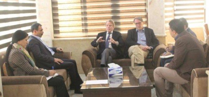 Du dîplomatên berê yên naskirî serdana Rojavayê Kurdistanê kirin