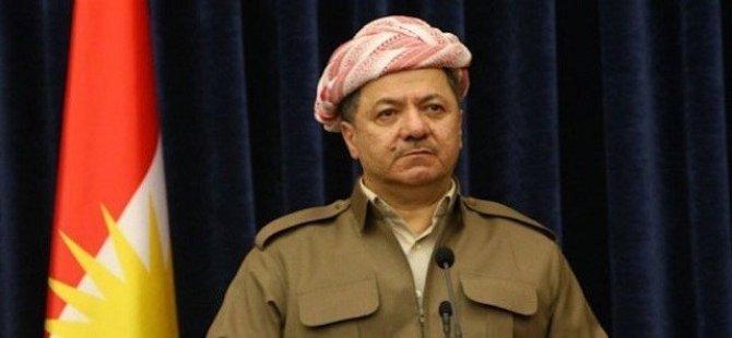 """Mesud Barzanî: """"Şewtandina ala Kurdistanê şerm û rûreşî ye"""""""