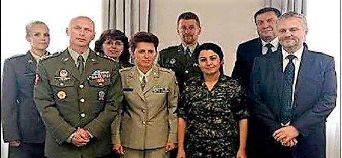 Ofîsa YPG li Pragê hate girtin