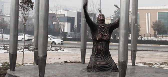 Amed: Polis 'Peykera Roboskî' rakir