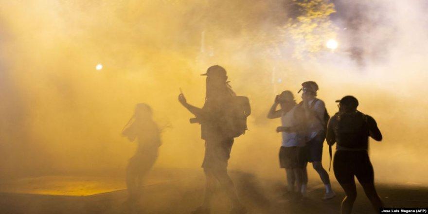 Bajarvanên Amerîkî Ser Protesto û Belavbûna Vîrusa Korona Hişyarîyê Dikin