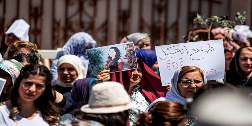 Li Qamişlo jinên Efrînê li dijî binpêkirinan xwepêşandan saz kirin