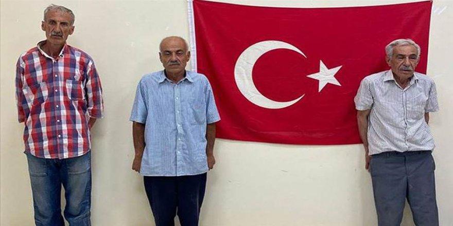 Efrîn: Çekdaranê girêdayîyê Tirkîya 3 welatîyê Kurdî teslîmê Tirkîya kerdî