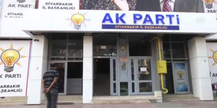 12 serekanê AK Partî ê qezayanê Amedî îstifa kerd