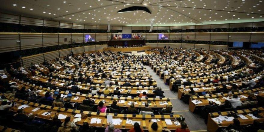 Ji 68 parlamenterên PE'yê name: Divê sûcên Tirkiyeyê yên li Sûriyeyê bên lêkolînkirin