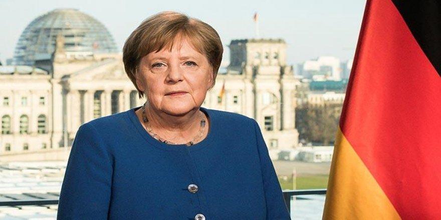A. Merkel: Kurdê Êzdî Zerrîya mi de yê..