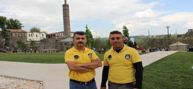 Amed: Li gor qeyyûm kurdî jî zimanê xerîb e!