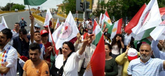 """PAK li Amedê got; """"Bijî Kurdistan, Bijî Cejna Karkiran"""""""