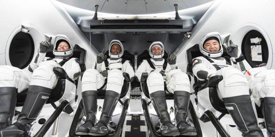 NASAyê tevlî 4 astronotan roketa SpaceXê şandiye fezayê