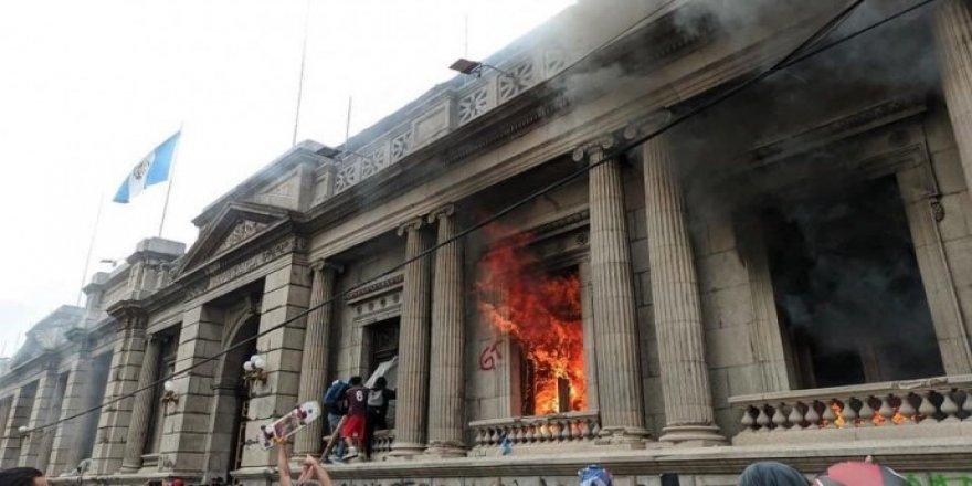 Gelê Guatemala agir berda avahiya Kongreyê