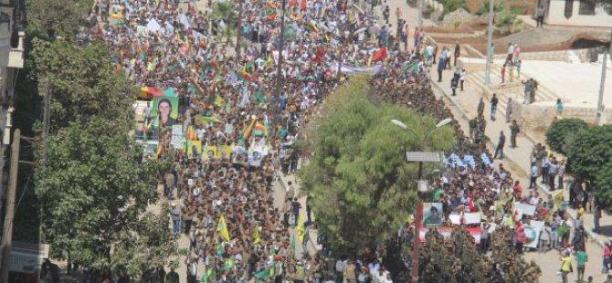 Xelkê Efrînê li hemberî êrişa topkirinên Tirkiyeyê meşiyan