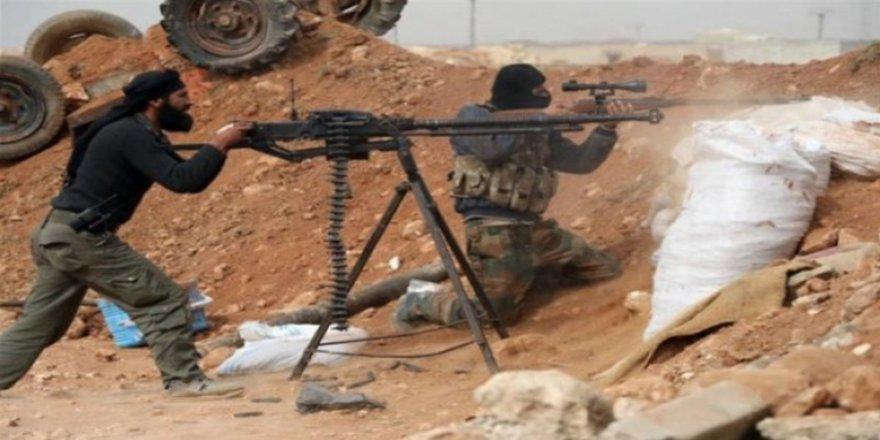 Şerê hêzên rejîma Sûriyê û DAIŞê dijwar bû: Ji her du aliyan 18 kuştî