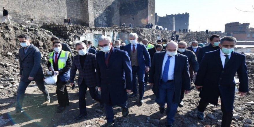 Qeyûm bi serokê AKP'ê re derket kontrolê