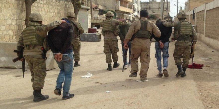 HRW: Artêşa Tirkiyê herî kêm 200 kesên Sûrî girtine û bo dadgehîkirinê veguhestine Tirkiyê!