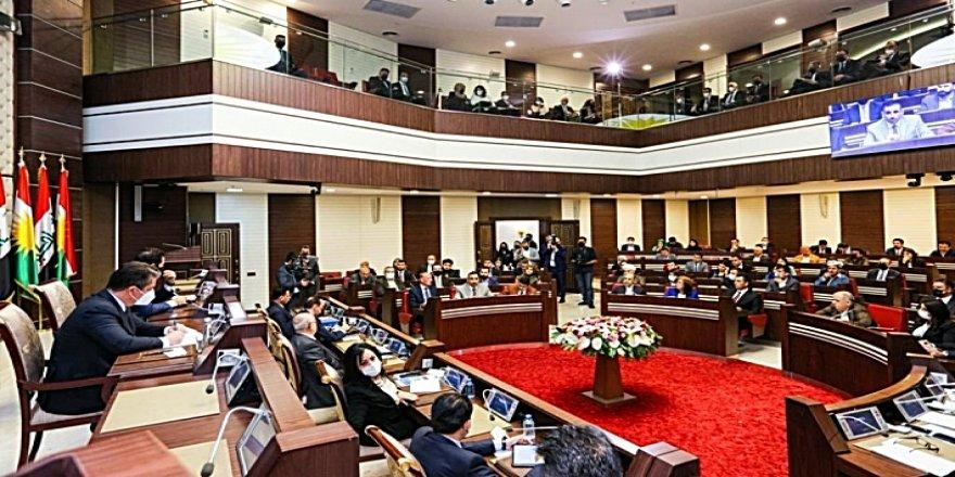 Her sê lijneyên Parlamentoya Kurdistanê bo raportekê dicivin