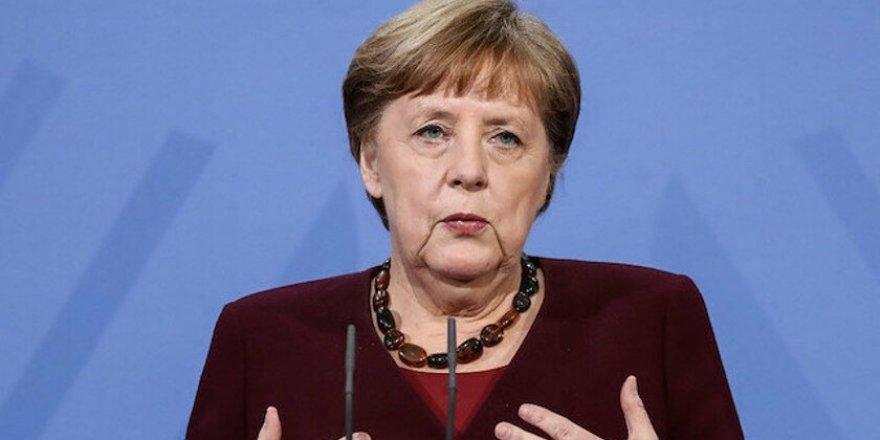 Merkel ji bo leşkerên xwe yên li sînorê Ukrayna kêm bike bang li Rûsya kir