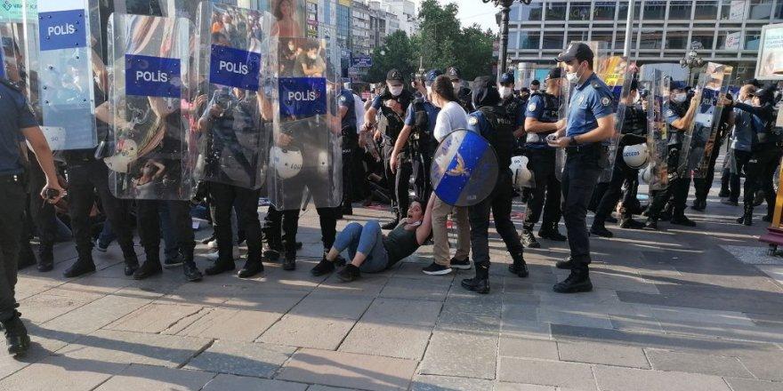 """""""Azadiya protestokirinê bi awayekî cidî tê astengkirin"""""""