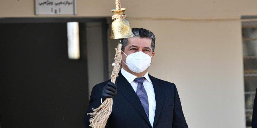 Serokwezîrê Herêma Kurdistanê zengilê sala nû ya perwerdehiyê lê dide