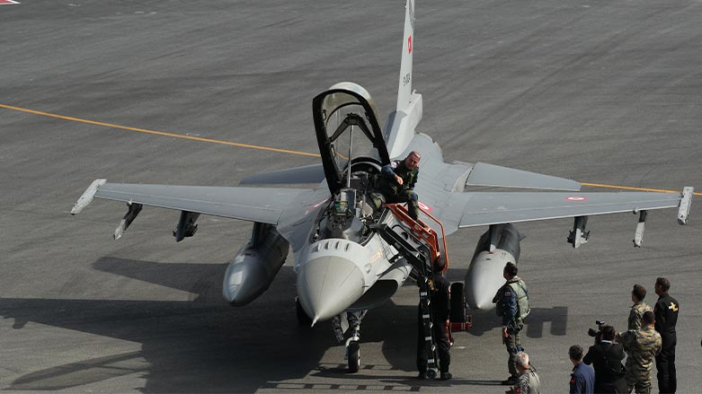 Tirkiye dixwaze 40 firokeyên F-16 ji Amerîka bikire