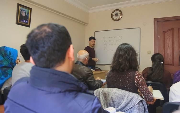 Li Stenbolê kursên zimanê Kurdî dest pê kir