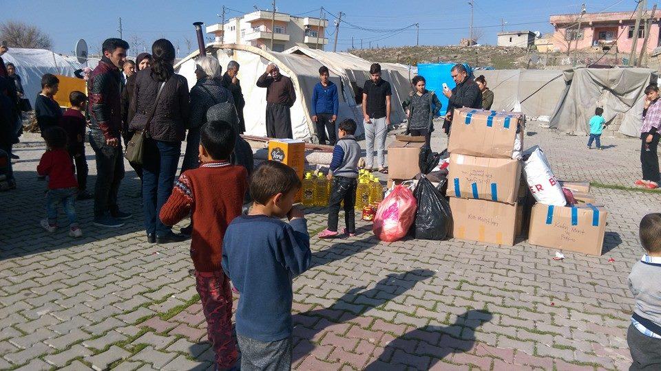 Jinên PAKa Amedê çûn serdana kampa kurdên Êzidî