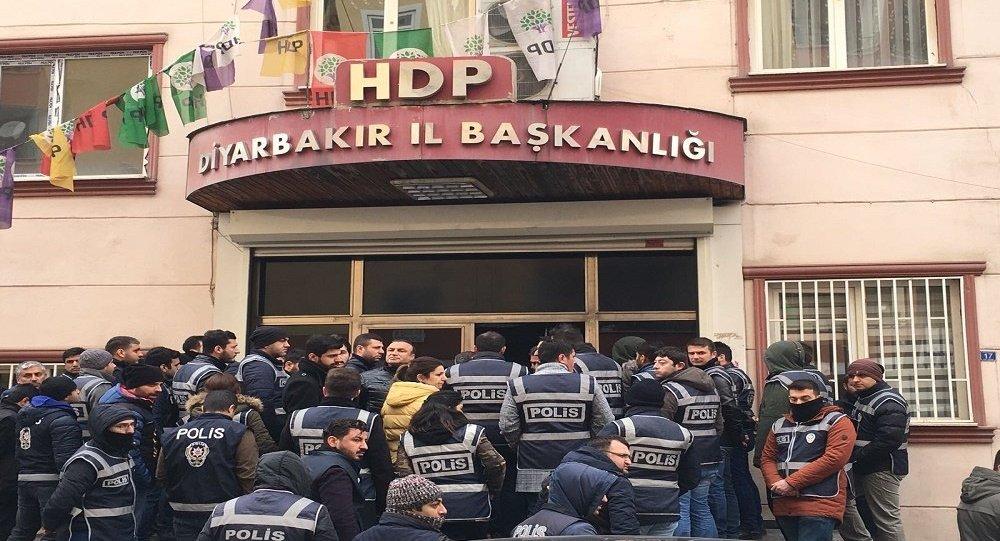 Avahiya HDPê ya Amedê ji aliyê polîsan ve hat dorpêçkirin