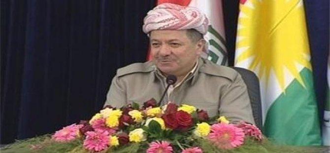 Cîhan bi çaveke rêz û hurmet destkeftîyên gelê Kurdistanê dike