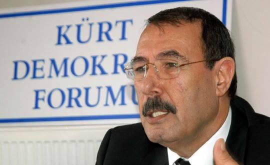 """Di 2007ê de bi navê """"Kurd Demokrasî Formu"""" ava dibe, Ferûdun Yazar dibe serokê Formê."""