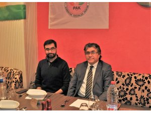 Serokê Giştî yê PAKê Mustafa Özçelik li Parîsê Brîfîngek da