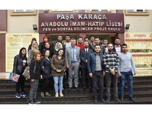 Mamosteyên li Efrînê xwendekaran ferî tirkî dikin