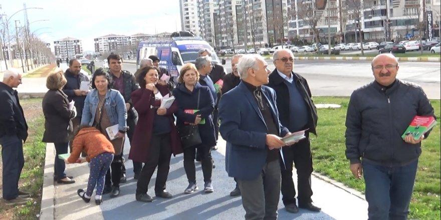 Namzedên serbixwe yên Amedê li Caddeya 75emîn belavok belav kirin