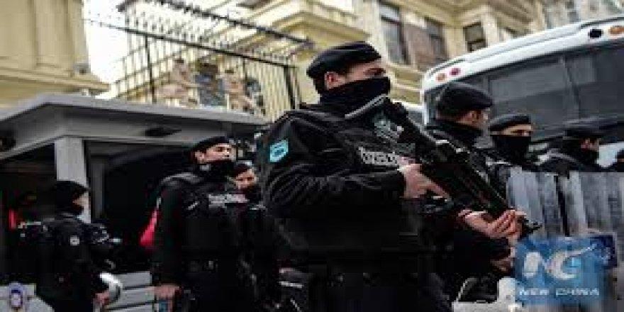 Ji ber parvekirinên li dijî penaberên Sûrî 5 kes hatin desteserkirin