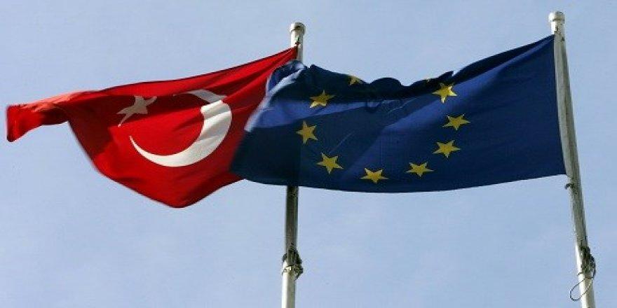 Yekîtiya Ewropa karîgerî li ser Tirkiyê dike