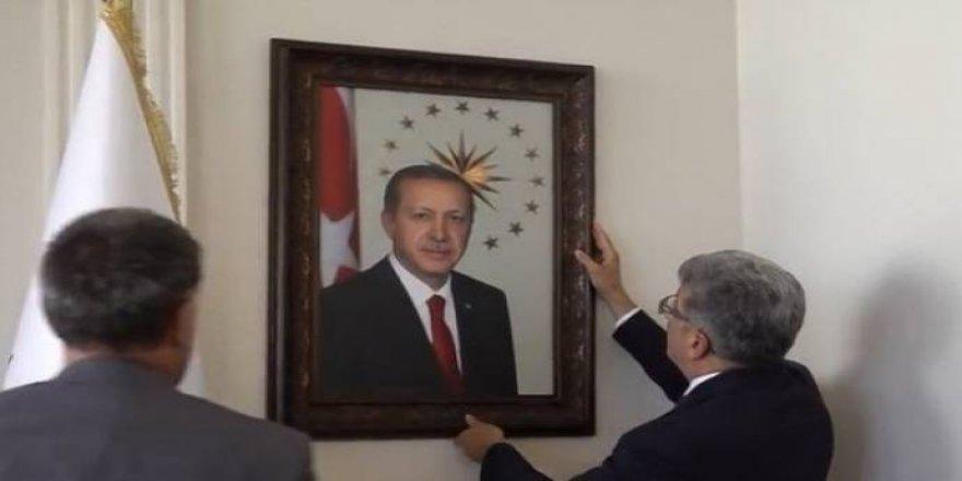 Qeyûmê Wanî  bi fotografa 'Erdoganî' ame beledîye