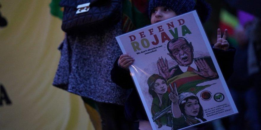 Kurd ji bo Rojava li ser pîyan in