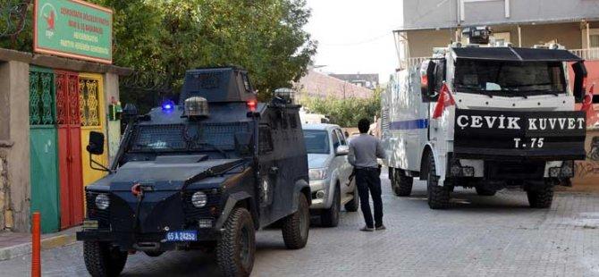 Polis girtin ser avayîyên HDP û DBPê yên Amedê