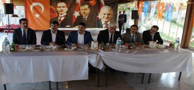 Ev jî kurdên me yên 'dinya nedîtî' ku di nav AKPê de cî girtine