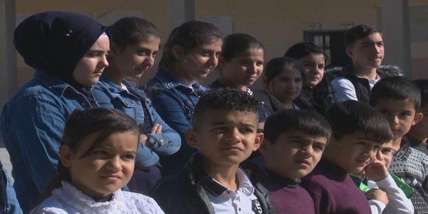Li Kifrîyê 26 zarokên cêwî di dibistanekê de dixwînin